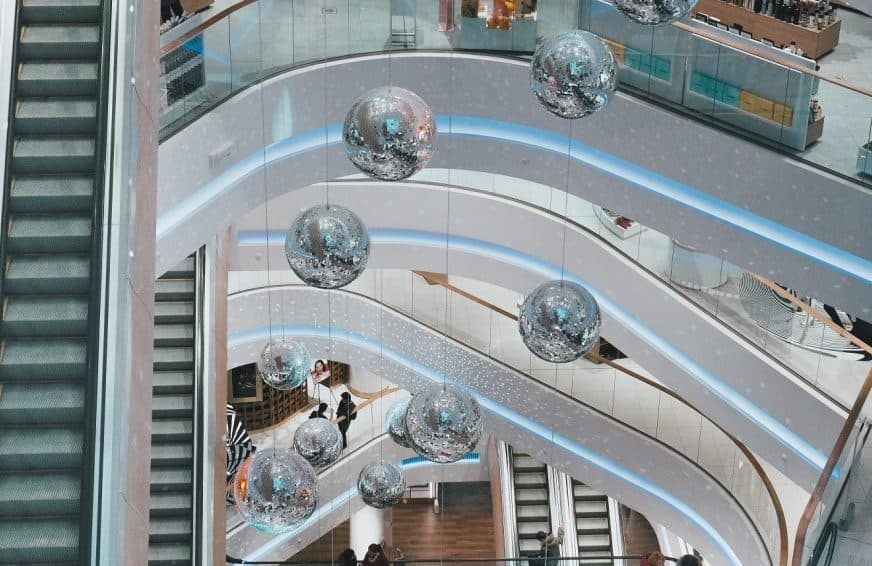 Shopping centre with immersive experience